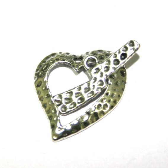 10 x Antique Sliver Hammered Heart Toggle Clasps 19 x 17mm. - F.04 - WA205 - 1411062