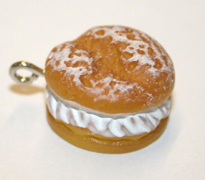 CREAM DOUGHNUT FOOD CHARM 11MM X 15MM CHFD1001