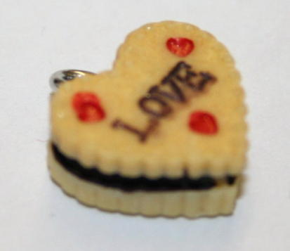 LOVE CAKE FOOD CHARM 13MM X 5MM CHFD1003